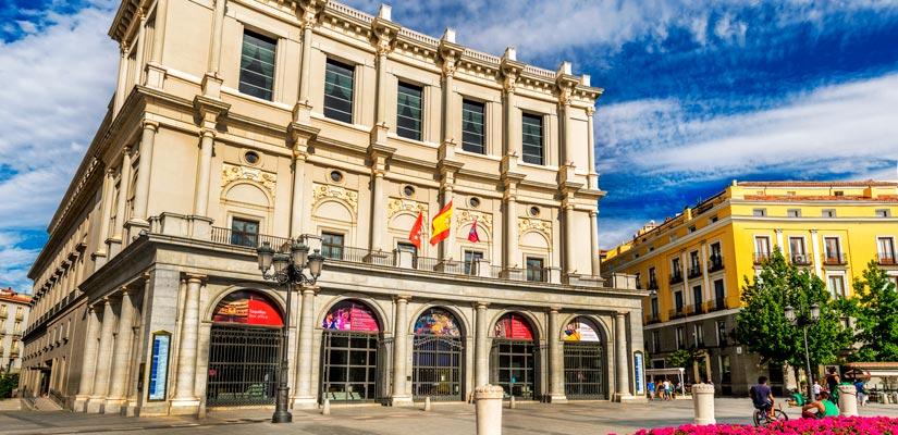 imagen_blog_viajes_ruta-selfie-madrid_teatro-real_B-I