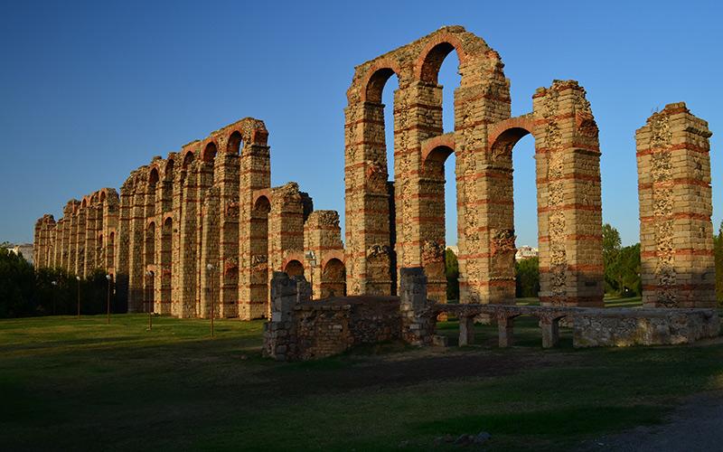 Acueducto de Los Milagros en Mérida. | Shutterstock