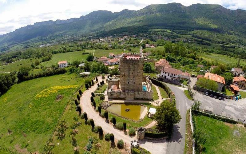 castillos a la venta en España: Lezana de Mena