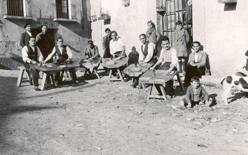 Producción de alpargatas en Cervera del Río Alhama. Imagen de la Asociación Alpargata de Cervera
