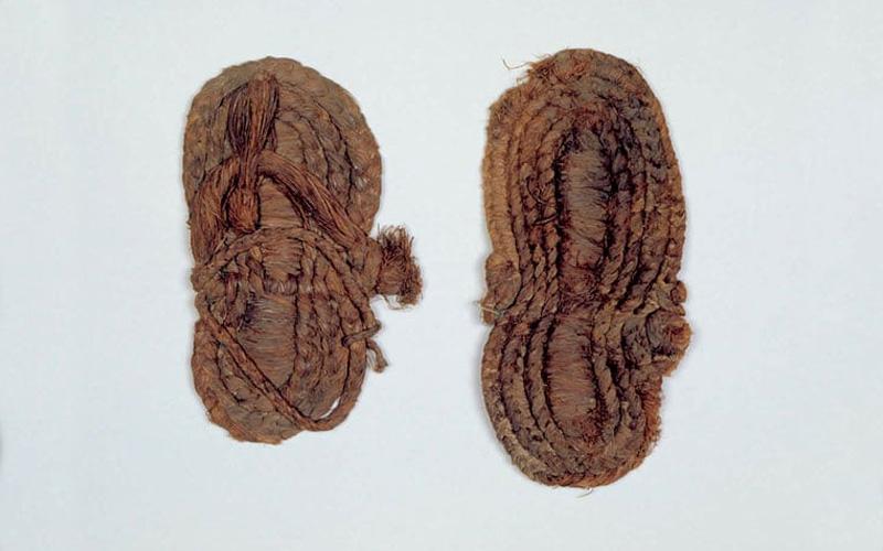 Las alpargatas más antiguas que se conservan en España. Imagen del Museo Arqueológico de Granada
