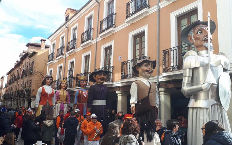 Muñecos del desfile de la Comparsa Gigantes y Cabezudos