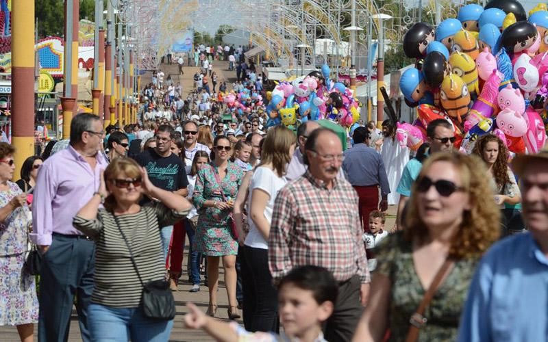 Lugareños y visitantes disfrutan de la Feria de Día
