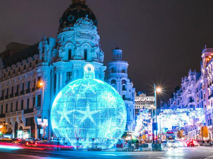 Madrid comienza la instalación de sus luces de Navidad