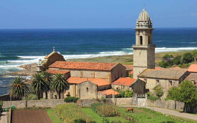 Huerta y vista marítima del monasterio de Oia
