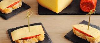 tapa queso con sobrasada