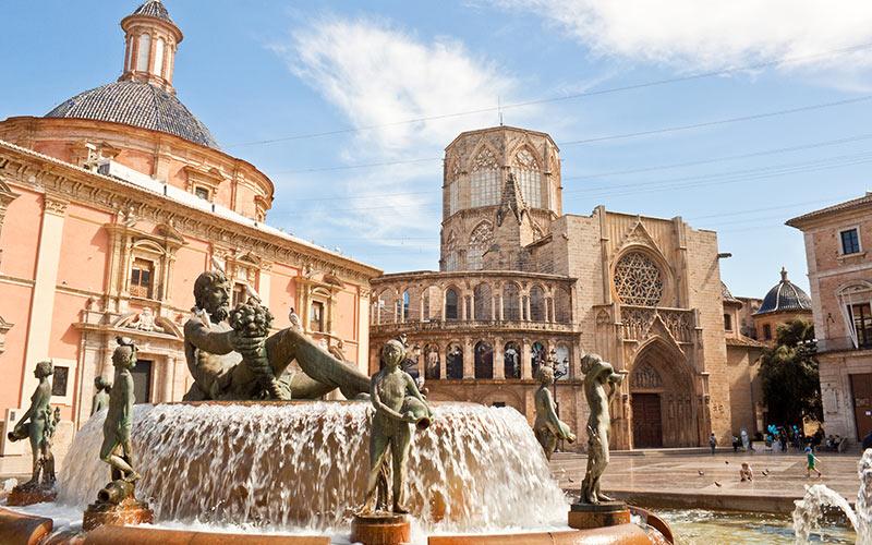 Fuente del Turia en la plaza de la Virgen