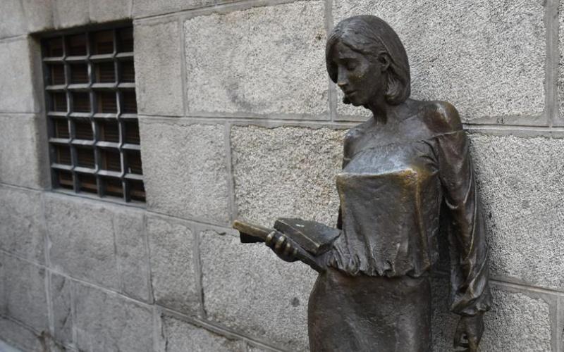 Tras Julia, escultura de Malasaña