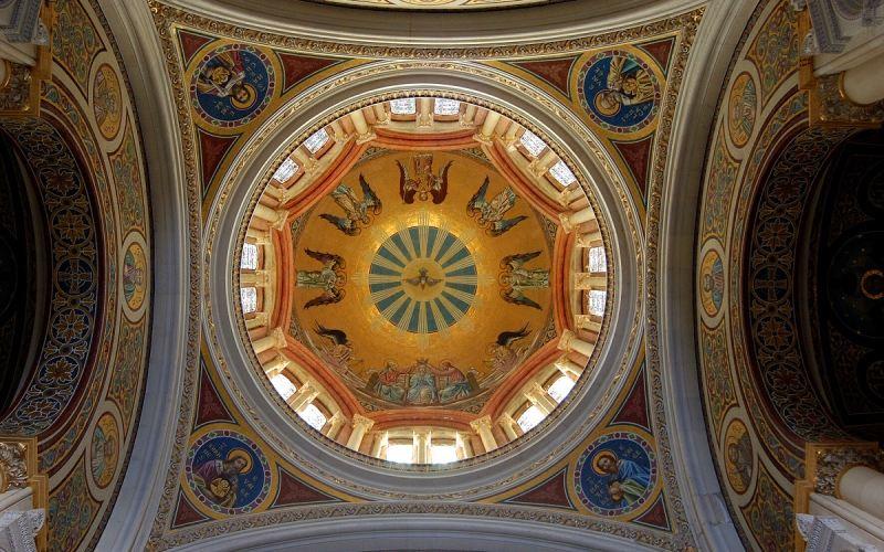 Interior Panteón de la Duquesa del Sevillano o de la Condesa de la Vega del Pozo en Guadalajara