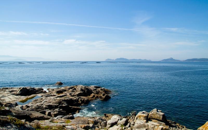 Vista de las Islas Cíes desde la Costa da Vela