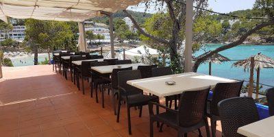 Comer Cala Portinatx restaurante jardin mar