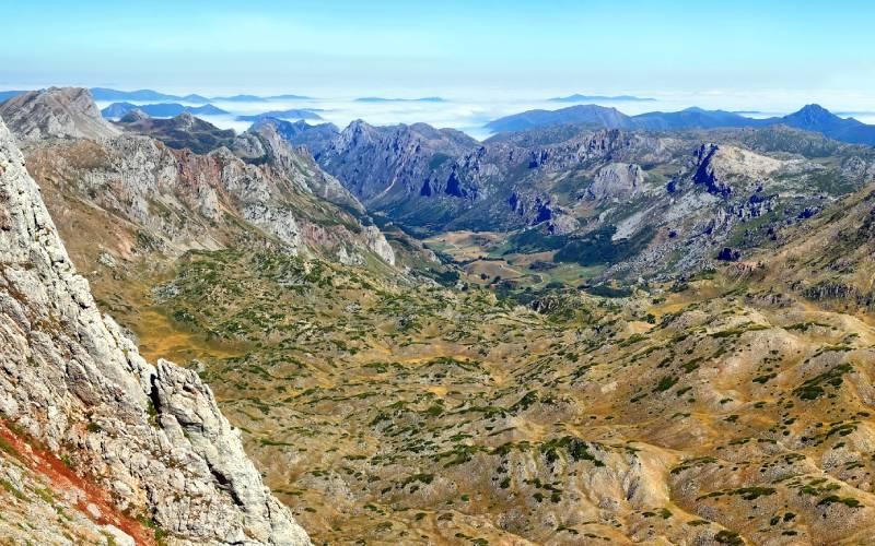 Vistas panorámicas a la región de Babia desde La Cueta