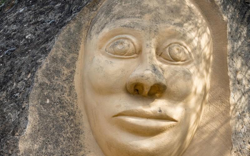 Esta escultura es conocida como La Monja