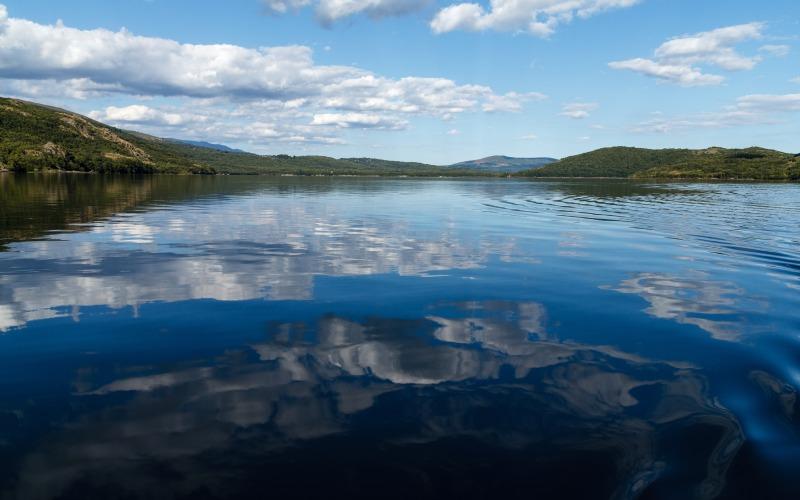 El Lago de Sanabria es uno de los lagos más bellos de España