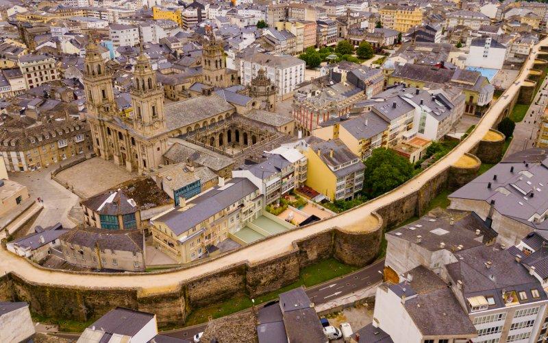 La muralla de Lugo une a las dos ciudades