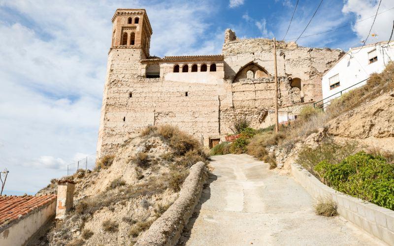 Vista general de la Iglesia en ruinas de Maluenda en Zaragoza