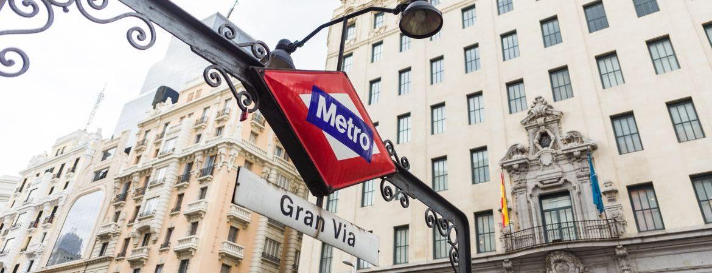 Entrada a la estación de Metro de Gran Vía