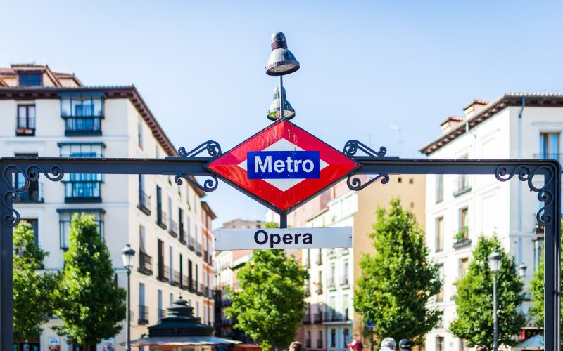 Señal del Metro en Ópera