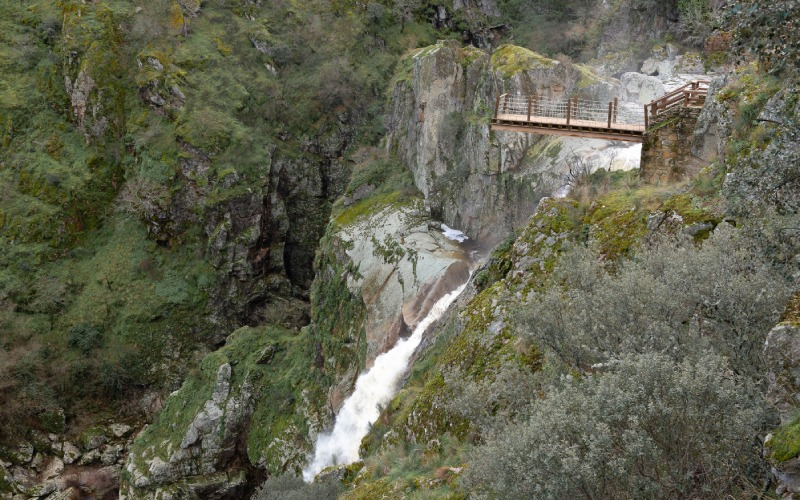 Una pasarela sobre el vacío