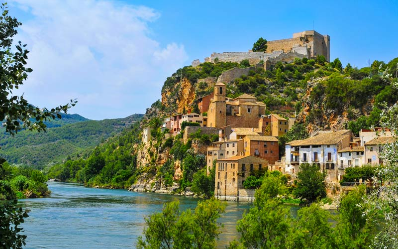 Pueblos medievales más bonitos de España Miravet