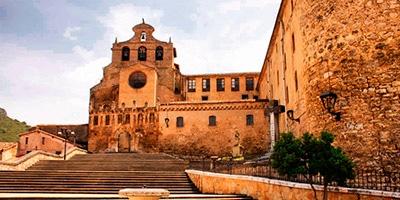 Frontal del Monasterio de San Salvador, uno de los lugares que ver en Oña