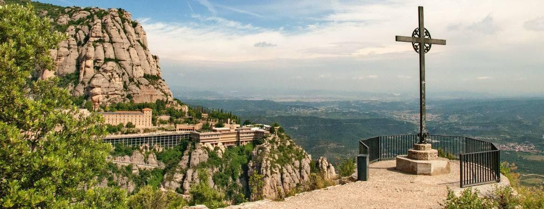 Vista aérea del Monasterio de Montserrat rutas senderistas por barcelona