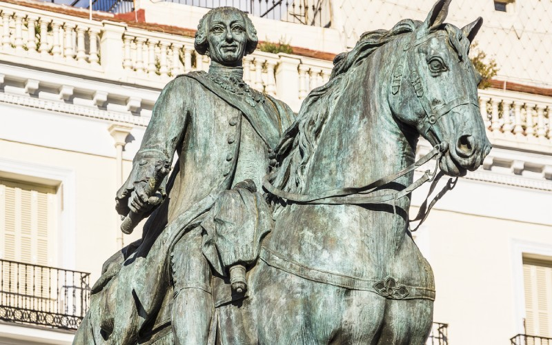 Monumento de Carlos III en la Puerta del Sol de Madrid