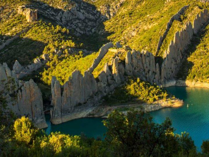 La Muralla China de Finestras, una de las formaciones geológicas más curiosas de España