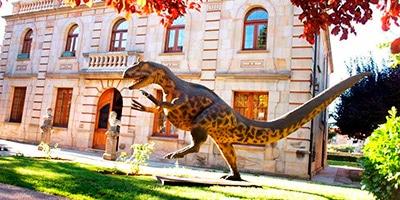 Exterior del Museo de Dinosaurios que hay que ver en Salas de los Infantes