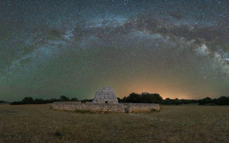 Cielo nocturno sobre la naveta des Turons