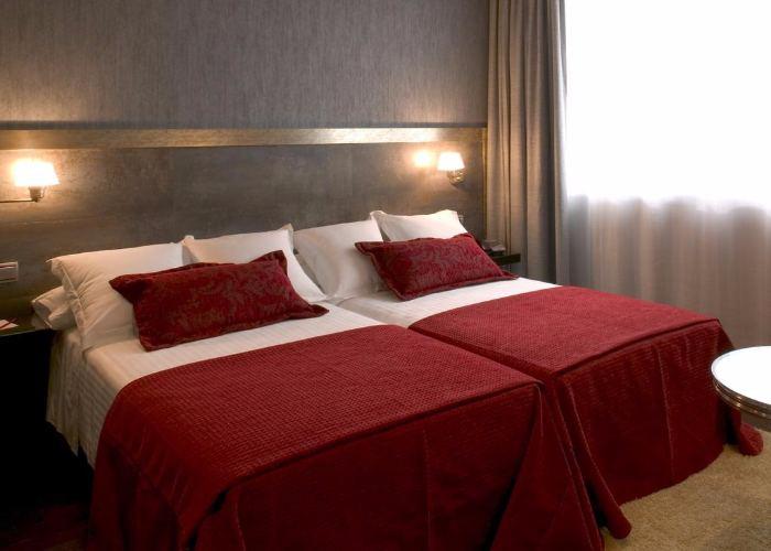 dormir oviedo hotel oca santo domingo plaza
