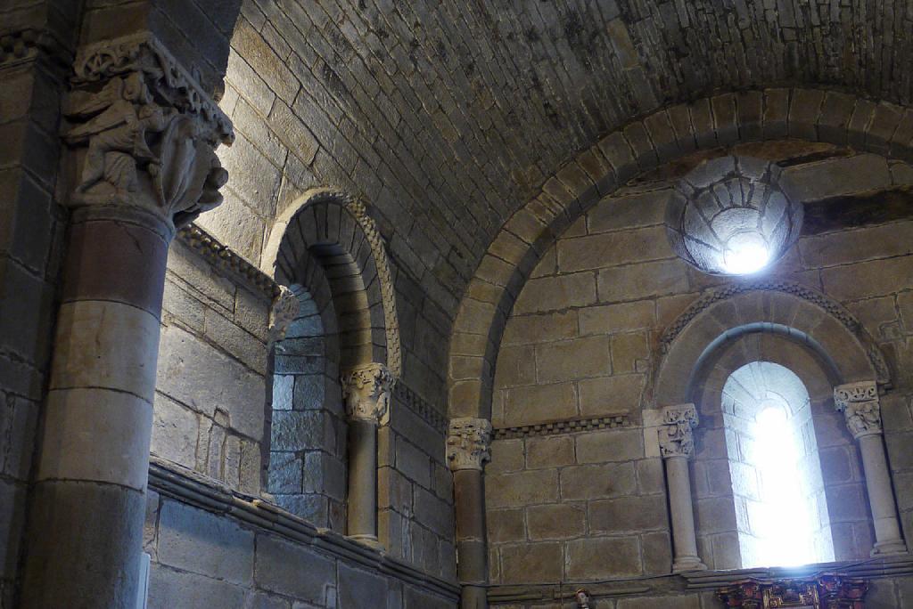Interior de la iglesia de Santa Marta de Tera