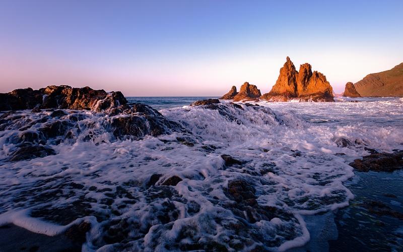 Los atardeceres, la fuerza del mar y las formas naturales de la playa de Benijo no tienen comparación
