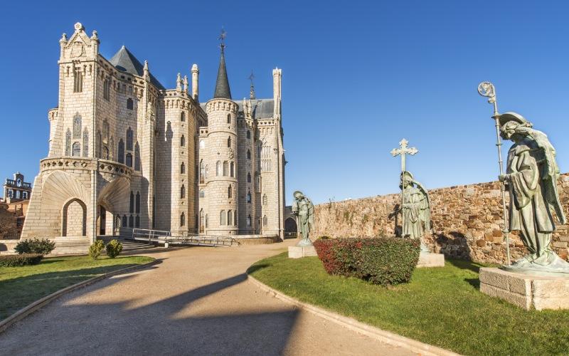 El Palacio Episcopal de Astorga es una de las pocas obras en las que Gaudí trabajó fuera de Cataluña