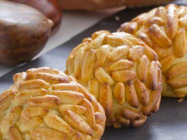 Receta de Panellets, el mazapán de piñones que se come el Día de Todos los Santos