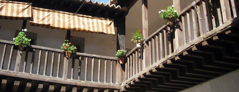 Panorámica del patio del hospital en activo más antiguo de España, en Alcalá de Henares