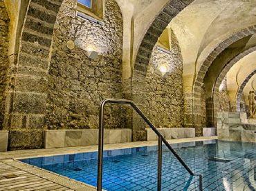 7 espectaculares aguas termales en España