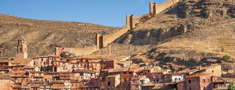 Panorámica pueblos medievales más bonitos de España Albarracín