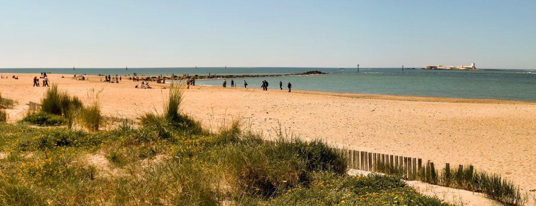 Panorámica de la playa de Sancti Petri