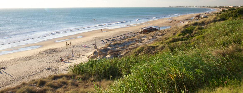 Panorámica de la Playa de Roche en Cádiz