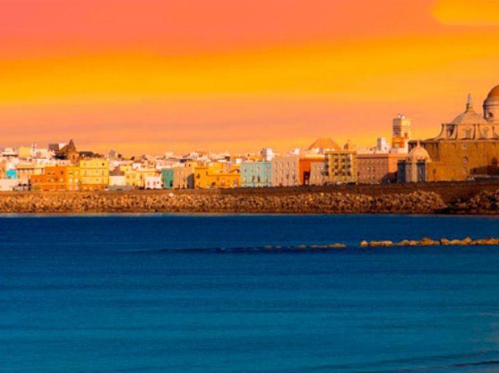 Cádiz lidera el turismo nacional y Baleares el extranjero en el julio del COVID
