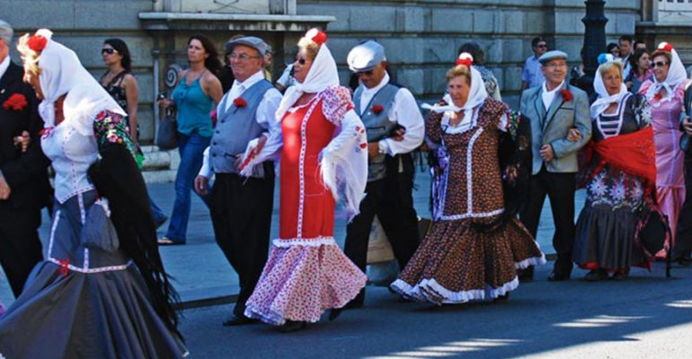 Trajes Regionales en Madrid – Traje de chulapa y Traje goyesco