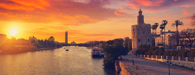 Panorámica del Guadalquivir a su paso por la Torre del Oro en Sevilla