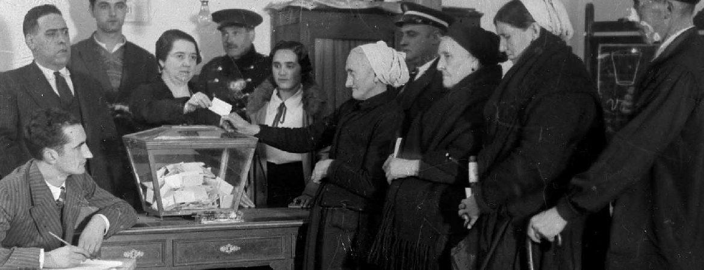 Mujeres votan el Estatuto Vasco durante la II República, historia de las elecciones generales en España