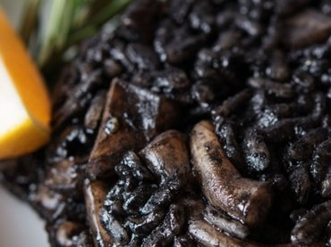 Receta de arroz negro con ali-oli