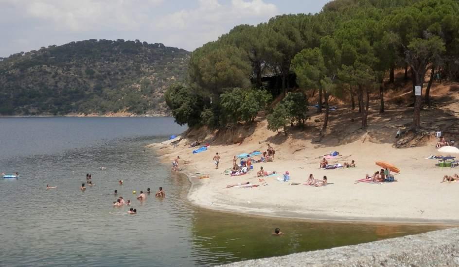 Disfrutar del pantano de san juan espa a fascinante for Piscinas nudistas en madrid