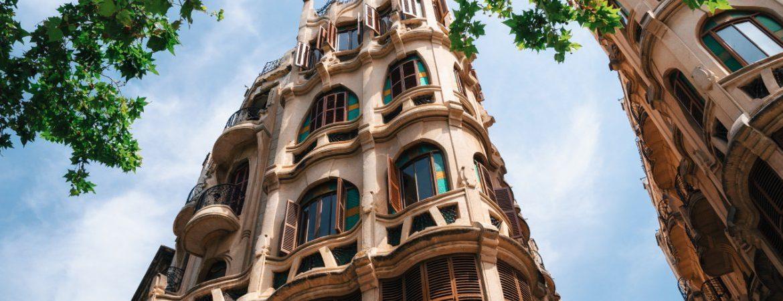 Edificios que parecen de Gaudí pero no