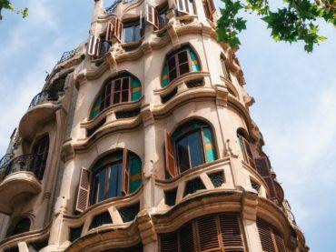 6 edificios que parecen de Gaudí pero que en realidad no lo son