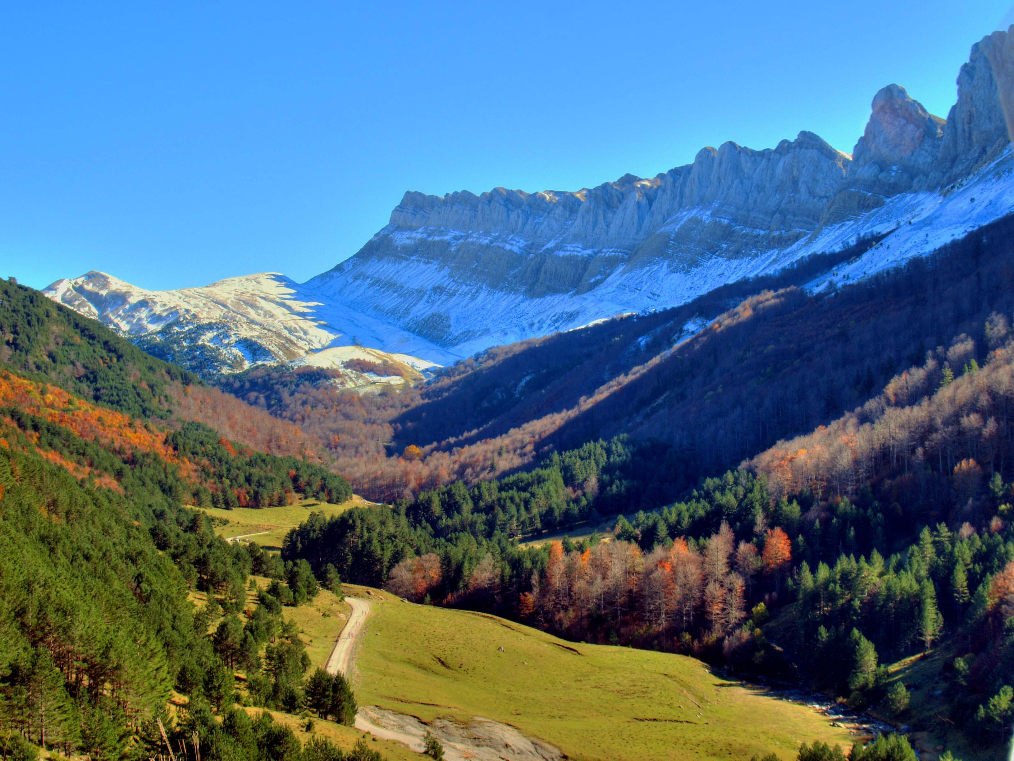 Parque natural de los valles occidentales espa a fascinante - Casas en el valles occidental ...