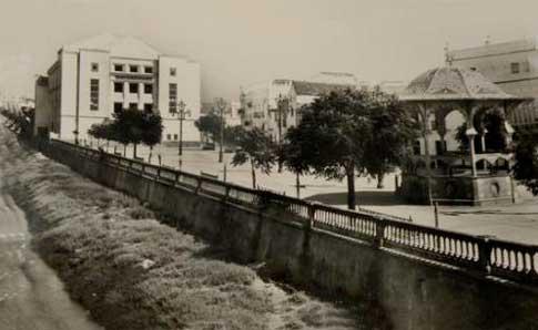 Antiguo Paseo de José Antonio junto al río Iro en Chiclana de la Frontera